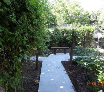 Imagini exterior (clădire şi grădină)